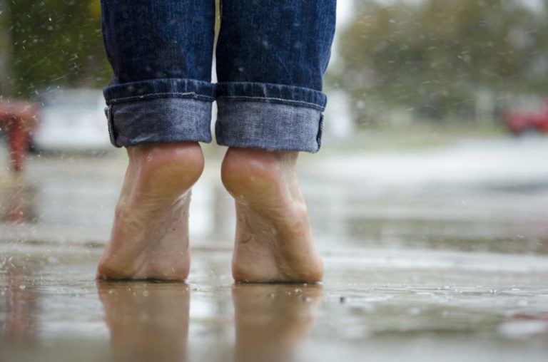 かかとが歩くと痛い-ガサガサ-足底腱膜炎対処法