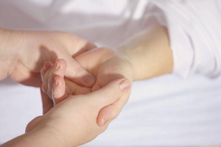 肌荒れ-汚い-綺麗-顔と手