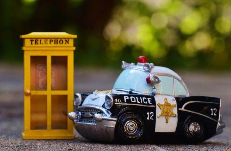 落とし物-警察官-パトカー